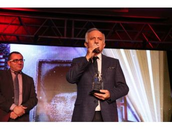 Atatürk Portresine Shining Star Awards'dan Ödül