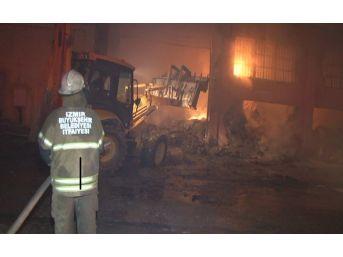 Kağıt Ve Ambalaj Deposunda Patlama: 4 İşçi Yaralandı