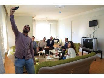 Başkan Cahan, Öğrencilerin Sosyal Medyadan Yaptığı Davetini Geri Çevirmedi