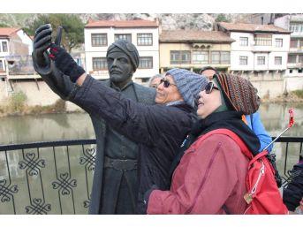 Onunla Selfie Yapmadan Giden Yok
