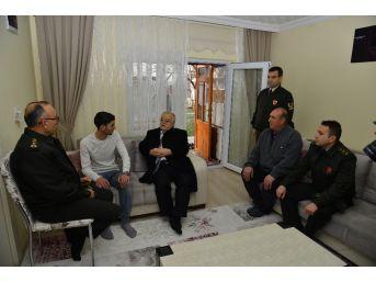 Vali Şentürk, Afrin Gazisini Evinde Ziyaret Etti