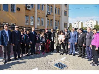 Vali Demirtaş, ''masallarıma Kar Yağıyor'' Adlı Tiyatro Oyununu İzledi
