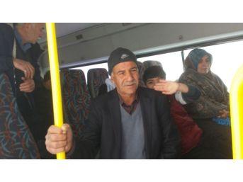 Adıyaman'da Yolcu Minibüsü Kara Saplandı