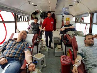 Öğrenci Velilerinden Kızılay'a Kan Bağışı