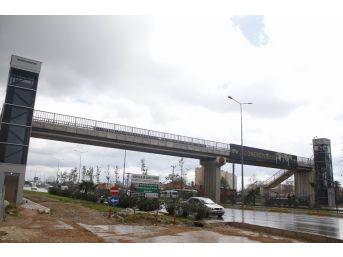 Antalya'da Üst Geçitteki Asansörler Yeniden Yapıldı