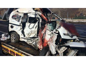 Bingöl'de Yolcu Otobüsü İle Hafif Ticari Araç Çarpıştı: 4 Ölü, 7 Yaralı