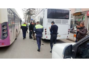 Karşıdan Karşıya Geçen Kadına Belediye Otobüsü Çarptı