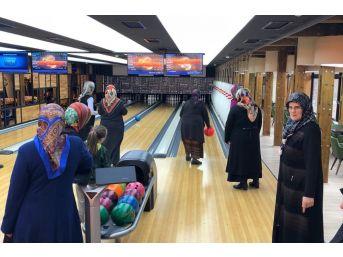 Hayatlarında İlk Kez Bowling Oynadılar