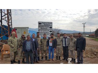 Karakeçili Belediye Başkanı Özçelik, Sınırdaki Askerlere Moral Verdi