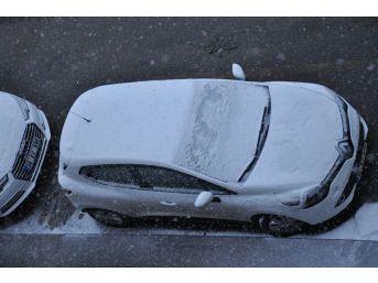 Kars'ta Bahar Havası Yerini Kar Yağışına Bıraktı