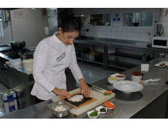 21 Yaşındaki Genç, Kore Mutfağına Şef Aşçı Oldu