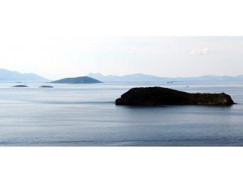 Türkiye, Kardak'ın Gözetleneceği Adaya İlk Kazmayı Vurdu