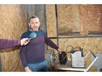 Karadeniz Fıkrası Gibi Keşif: Evini Buzdolabıyla Isıtıyor