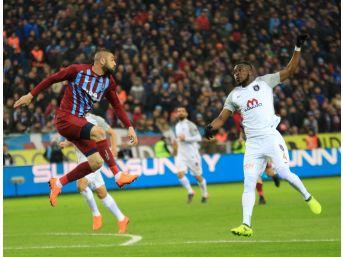 Spor Toto Süper Lig: Trabzonspor: - Medipol Başakşehir: 1 (ilk Yarı)