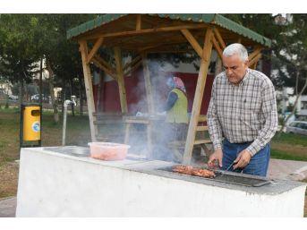 Adanalılar Mangal Parkta Keyif Yapıyor