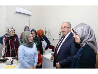 Başkan Kutlu Ve Eşi Kadın Ve Gençlik Merkezinde İncelemelerde Bulundu