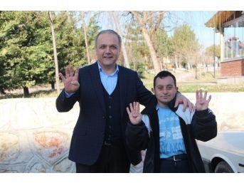 Başkan Üçok'tan Down Sendromlu Fatih'e Destek