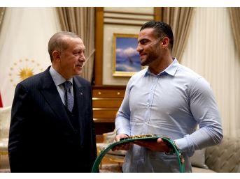 Cumhurbaşkanı Erdoğan Suriyeli Şampiyon Boksörü Kabul Etti