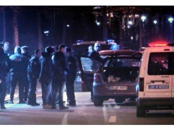 Cumhurbaşkanlığı Külliyesi Önündeki Dubaları Aşan Alkollü Sürücü Bariyerlere Çarptı