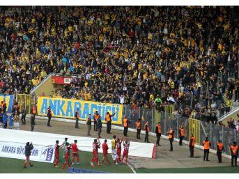 Gaziantepspor'a Ankaragücü Taraftarı Sahip Çıktı