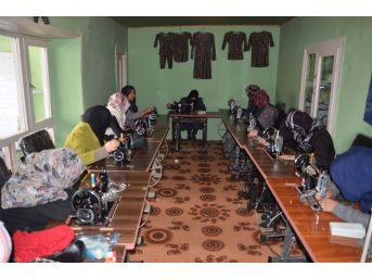 Tika'dan Afganistan'da Kadınlara Yönelik Mesleki Eğitim Kursları