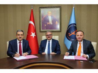 Akdeniz Üniversitesi'nden İşbirliği Protokolü