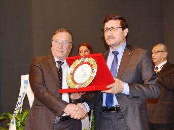 Didim Ticaret Odası'ndan Yaşar Pektaşoğlu'na Plaket