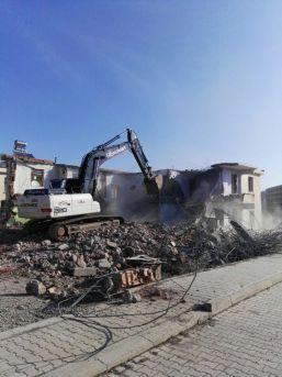 Bingöl'de 130 Metruk Yapı Yıkıldı