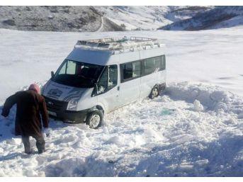 Bingöl'de Buzlanma Kaza Getirdi: 10 Yaralı