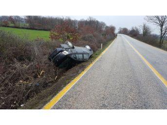 Otomobil Takla Atıp, Yol Kenarına Uçtu