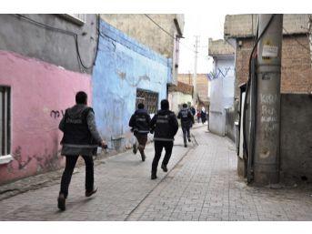 Diyarbakır'da Hava Destekli Uygulamada 12 Eyp Ele Geçirildi