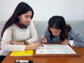 Görme Engelli Annenin Tek Hedefi Diplomasını Gururla Göstermek