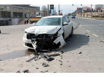 Elazığ'da İki Araç Çarpıştı : 4 Yaralı