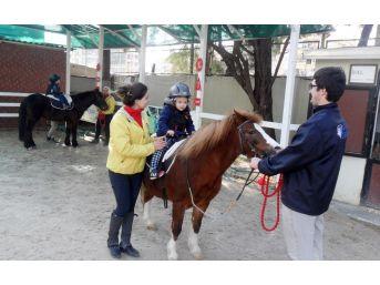 Çocukların Gelişimine Katkı İçin 'atla Terapi'