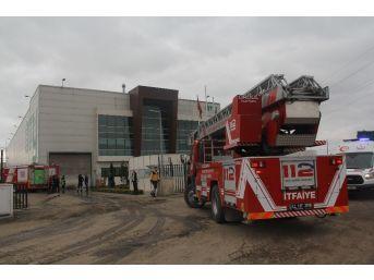 Geri Dönüşüm Fabrikasında İş Makinası Yangını Paniği