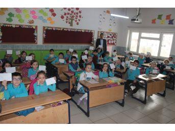 Öğrenciler Harçlıklarını Mehmetçik Vakfı İçin Biriktirdi