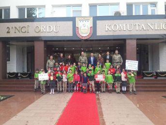 Minik Öğrencilerden Askere Moral Ziyareti