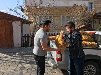 Ülkü Ocakları İhtiyaç Sahiplerine Patates Dağıttı