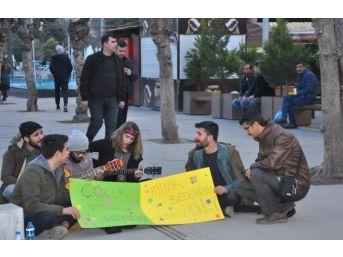 Sokak Müziği Yaparak Çocuk İstismarına Hayır Dediler