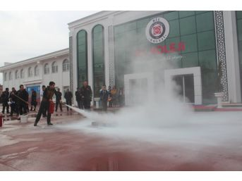 Afad, 'afete Hazır Okul' Ve 'afete Hazır Türkiye' Kapsamında Öğrencileri Bilgilendiriyor