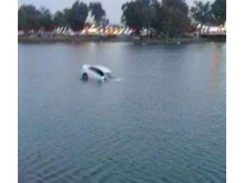 El Frenini Çekmeyi Unutan Sürücünün Aracı Nehre Düşüp Battı