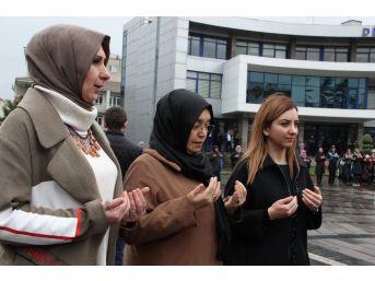 Düzceli Kadınlar Ellerini Semaya Mehmetçik İçin Kaldırdı