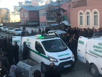 Horasan'daki Cinayette Hayatını Kaybeden 5 Kişi Son Yolculuğuna Uğurlandı