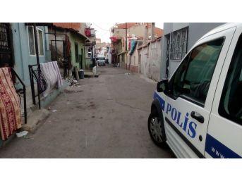 İzmir'de İki Aile Arasında Silahlı Kavga: 6 Yaralı