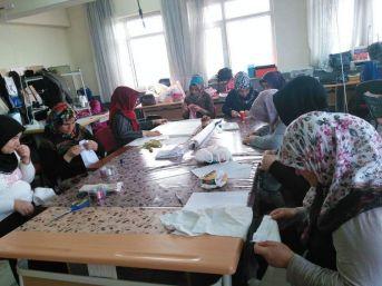 Altıntaş'ta 'kadın Üst Giysileri Dikimi' Kursu
