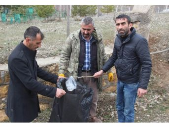Mezarlığa Dadanan Sarhoşlar Köylüyü Canından Bezdirdi