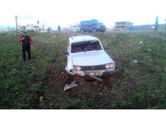 Otomobil İle Pikap Çarpıştı: 3 Yaralı