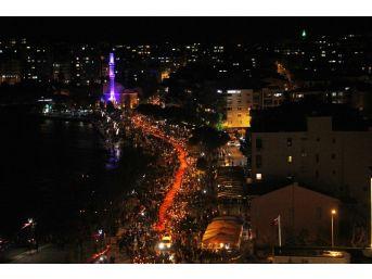 Çanakkale Zaferi'nin 103. Yılında Fener Alayı Coşkusu