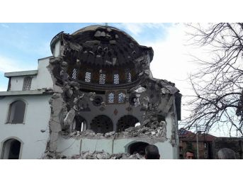 Depreme Dayanıklı Olmayan Cami Yıkıldı