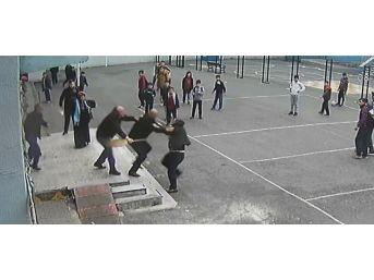 (özel) Veliden Öğretmene Yumruklu Saldırı Kamerada